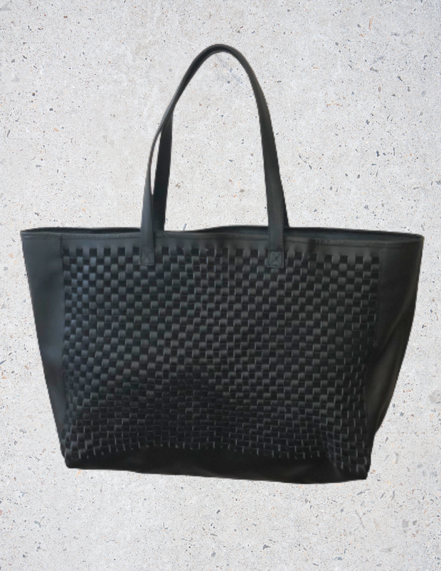 sample brenda. tote bag in black