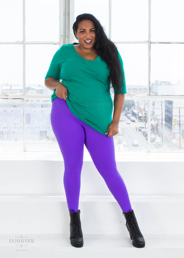 "Tas is modeling the 2X purple high waisted leggings. She has a 48"" Bust, 39"" Waist, 49"" Hip and is 5'6""."