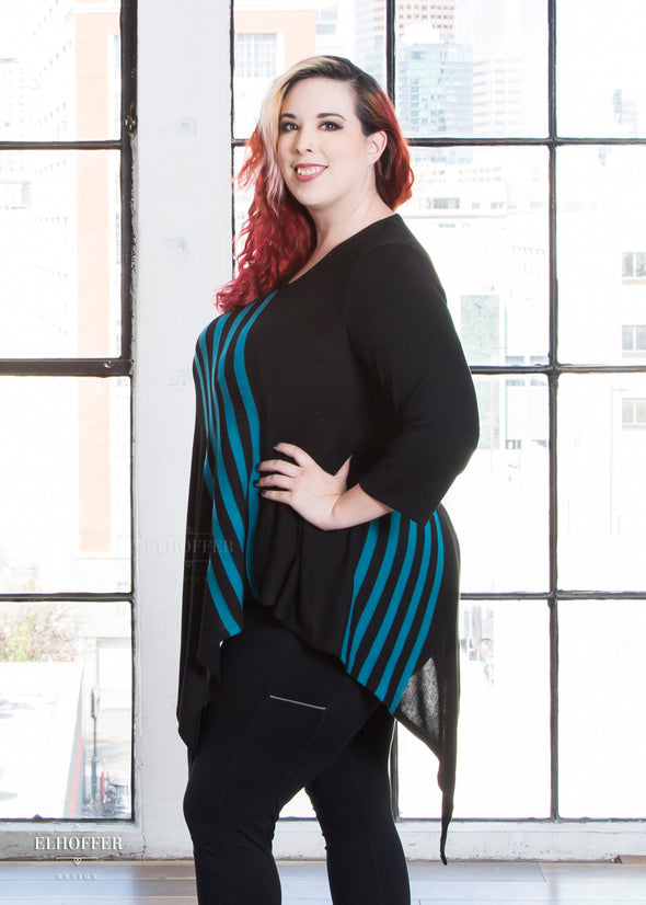 Katie Lynn pairs the tunic with black leggings.