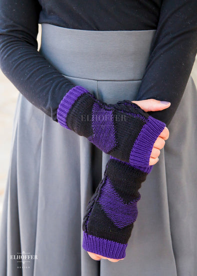 - Marvelous Arrow Fingerless Gloves