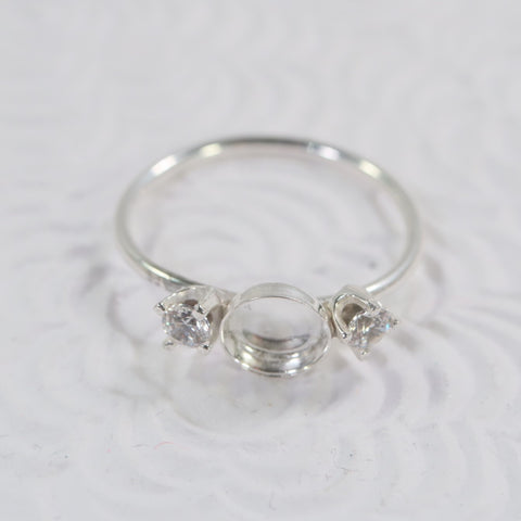 Bezel cup rings with cubic diamonds