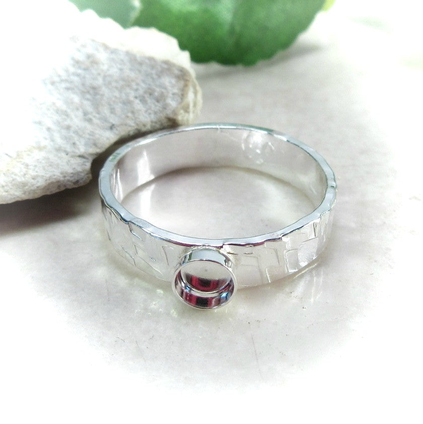 4mm wide ring setting with 4mm cup