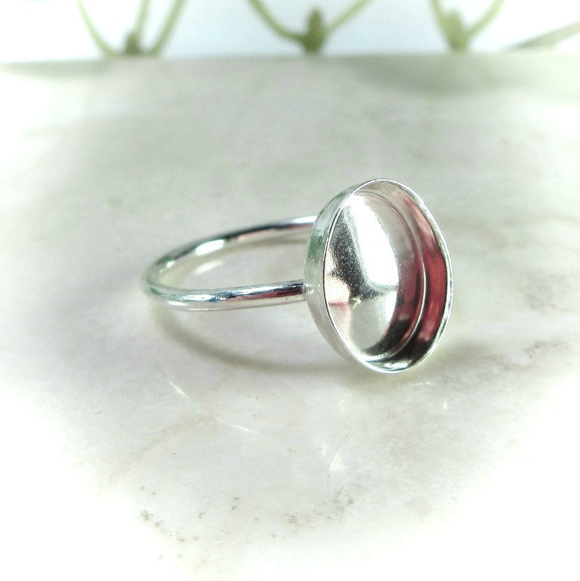 oval ring setting with plain band