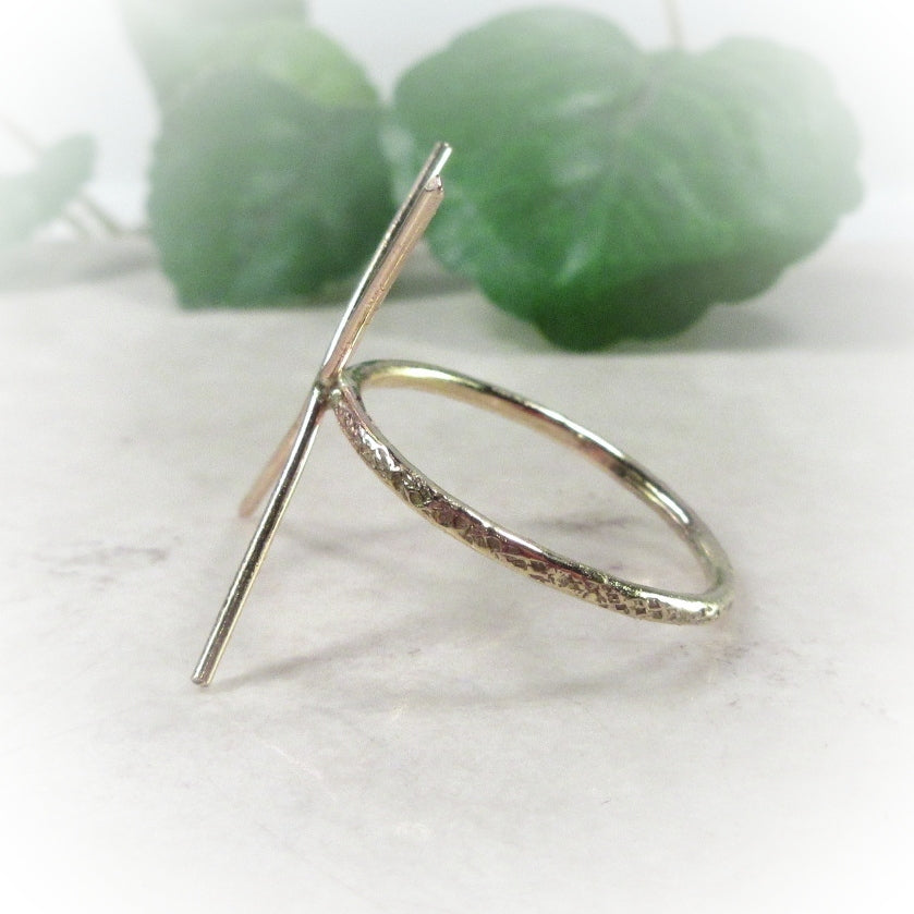 side view of feathered ring setting 1 mm