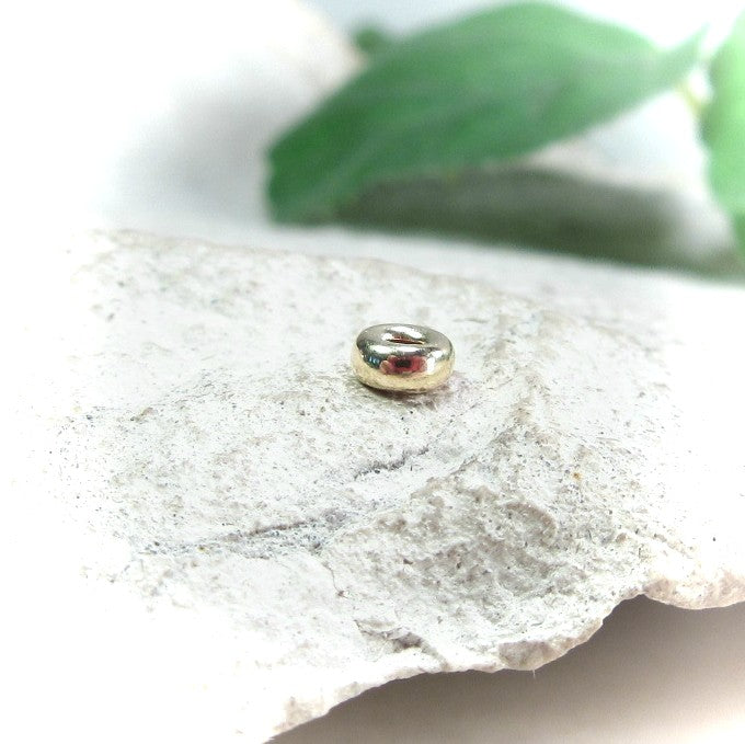 single gold accent bead