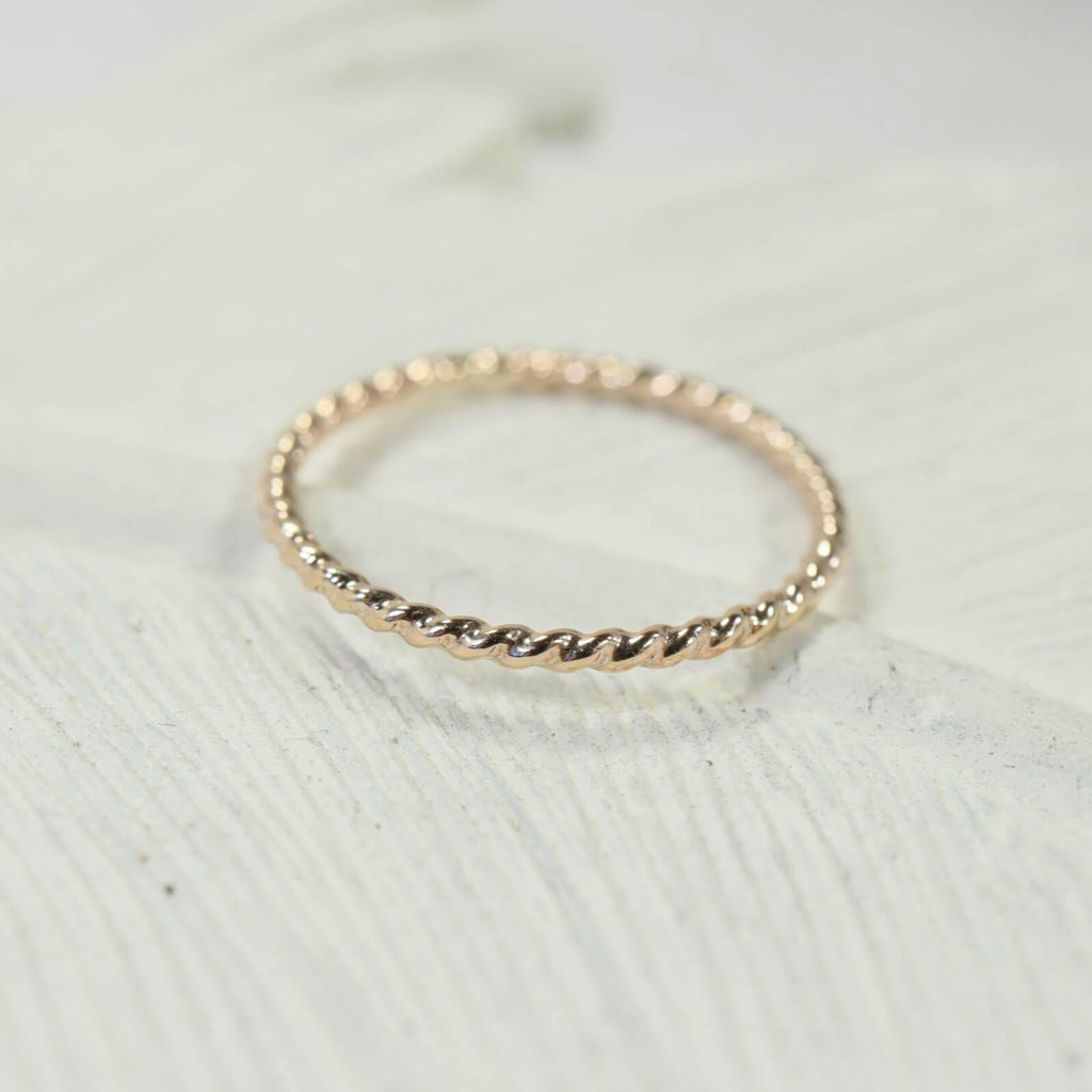 dot twist thin band ring gold