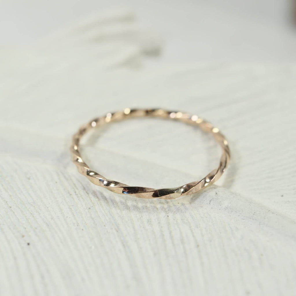 twist thin band ring gold