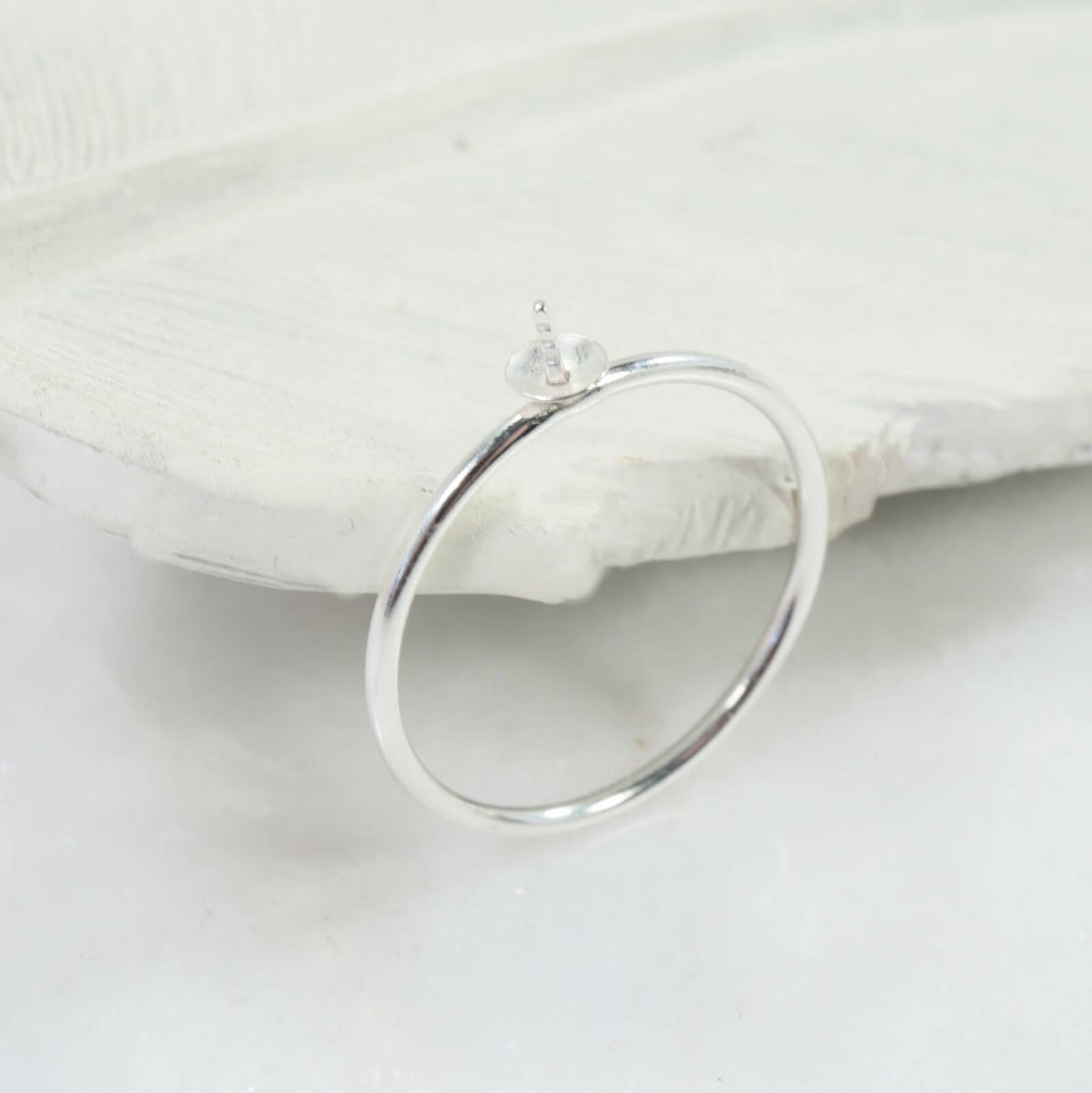 side view plain silver ring setting