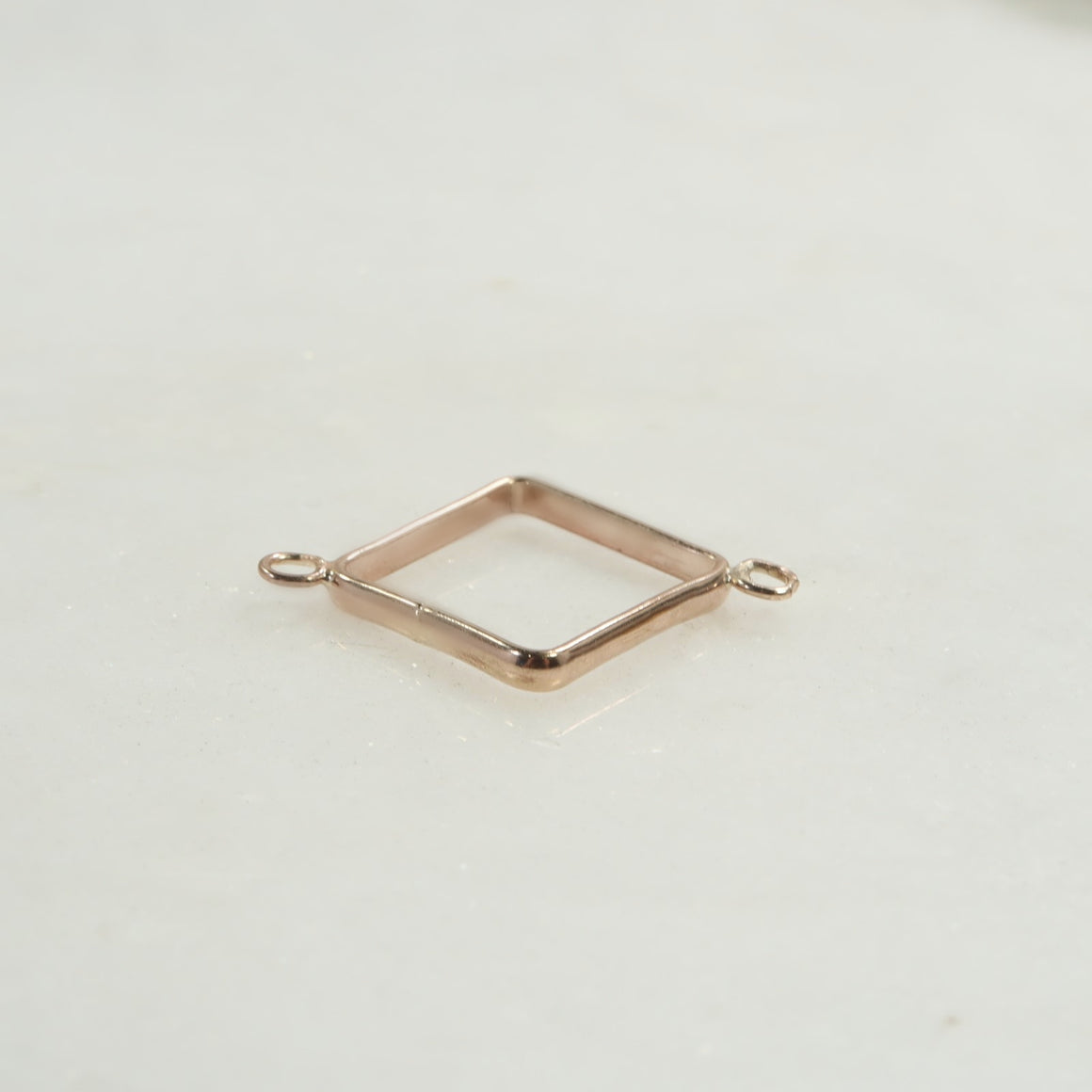 square open bezel with 2 rings in pink gold