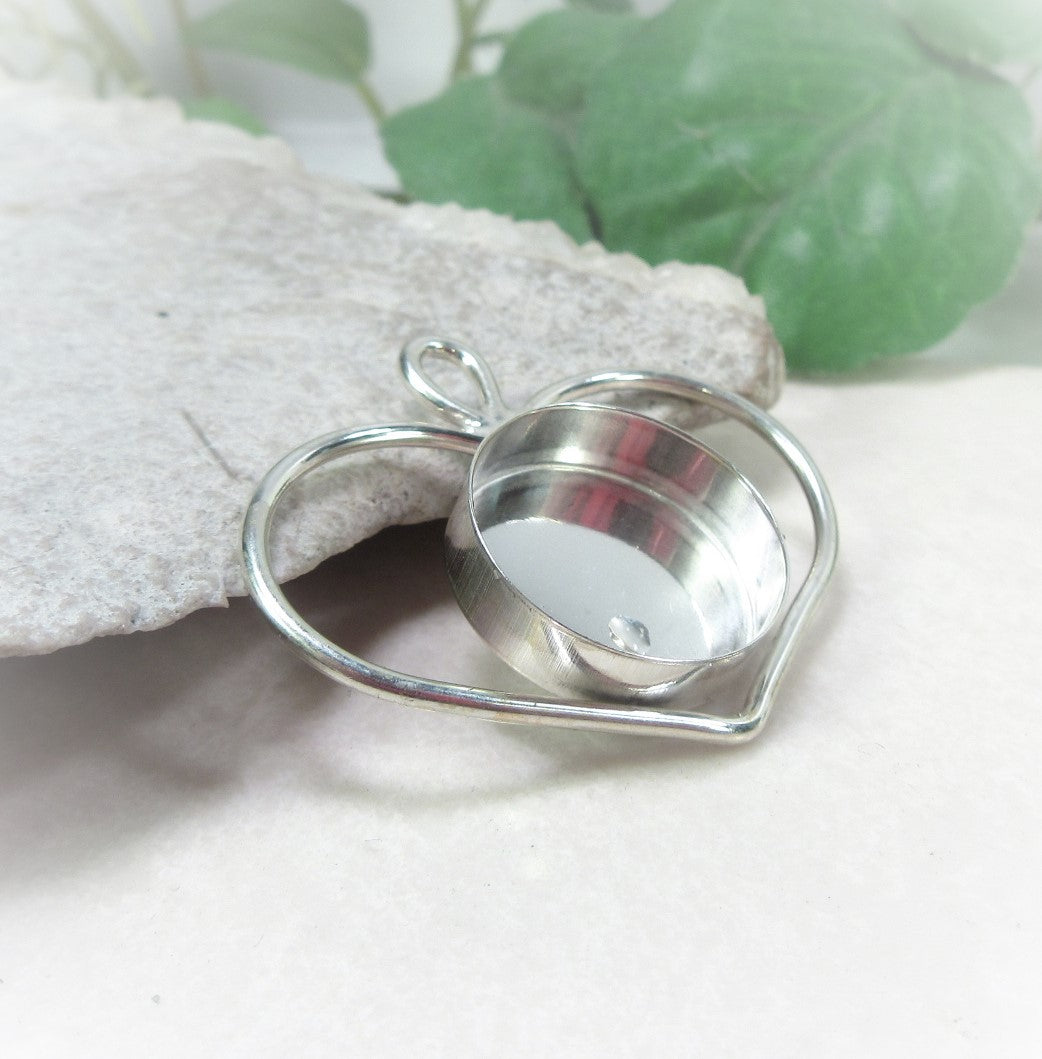 silver heart pendant with dep bezel cup