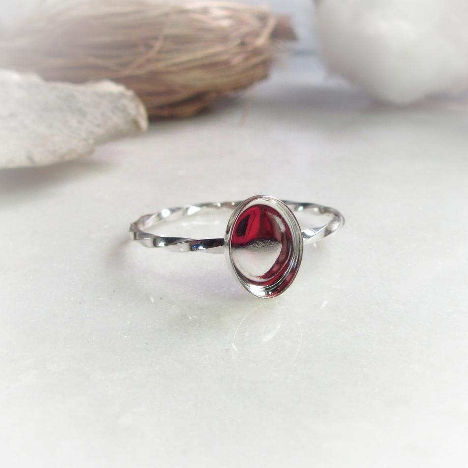 oval ring setting twist band