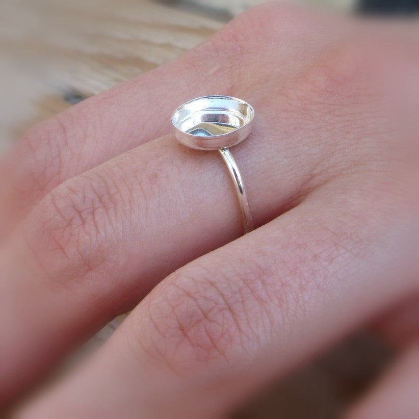 model wearing oval ring setting 1mm