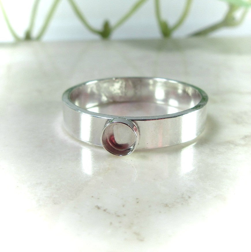 plain 4mm wide band in silver with bezel cup for resin