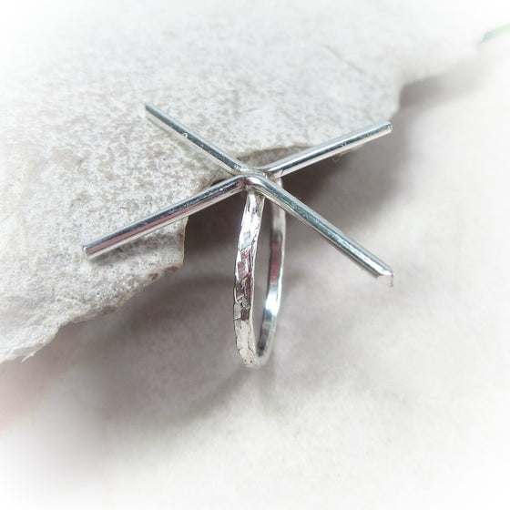 above view 1.5 mm chiseled 4 prong silver ring blank