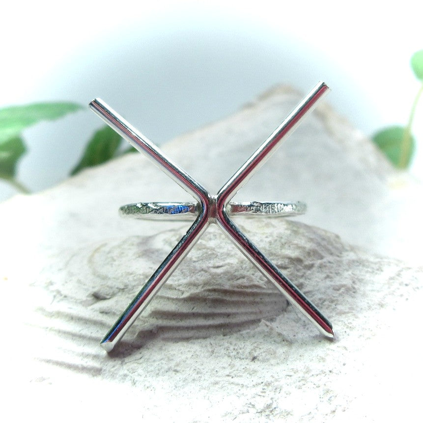 front view 2 mm feathered prong silver ring setting 4 prong