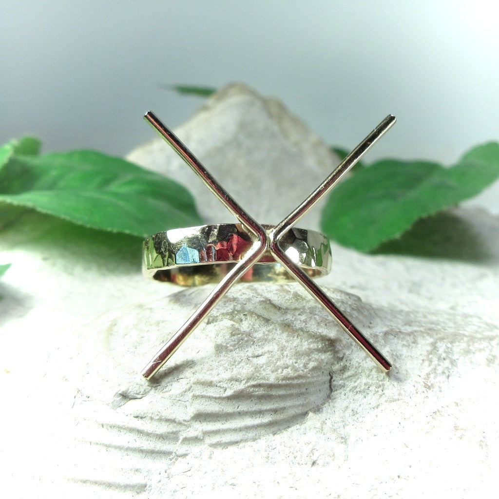 front view 3 mm wide hammered ring setting