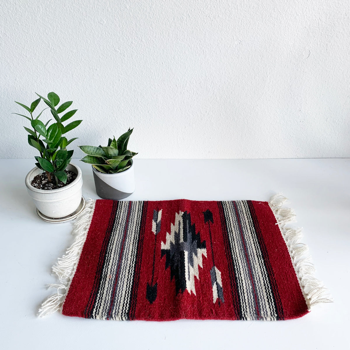 Medium Woven Mat in Black and Red