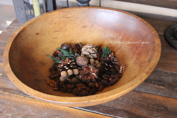 settlers cabin potpourri in a wood bowl