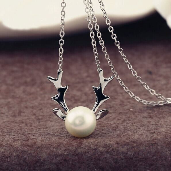 Reindeer Necklace with Single Freshwater Pearl - The Pearl & Stone Jewelry