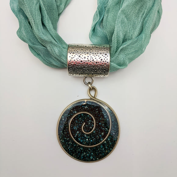 Round-shaped Necklace with fabric strap