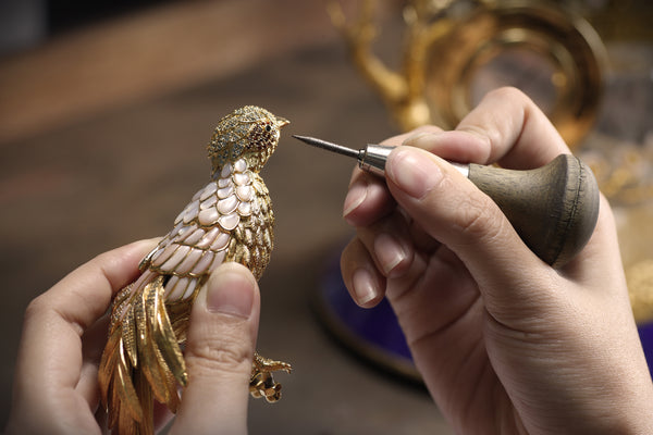 Manufacturing Bird Objet D'art ROYAL INSIGNIA Heritage