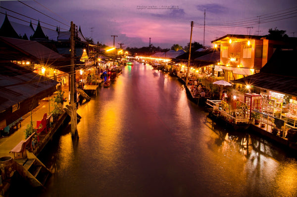 Floating Night Market in Amphawa Thailand