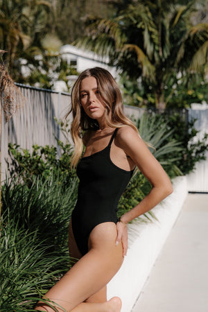 The 02 One shoulder bodysuit - Black.