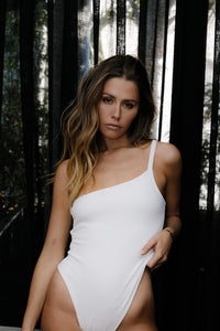 The 02 One shoulder bodysuit - White.