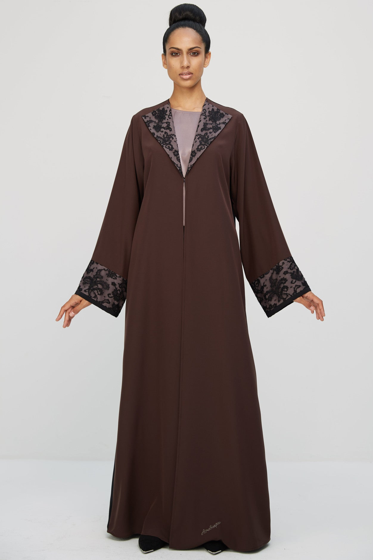 VALLERIE - AMM1893Z - Arabesque classic cut abaya with lace details on fancy collar and cuffs.