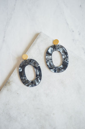 Kosma Resin Drop Earrings | Speckled Black