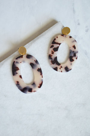 Kosma Resin Drop Earrings | Tortoiseshell Blonde