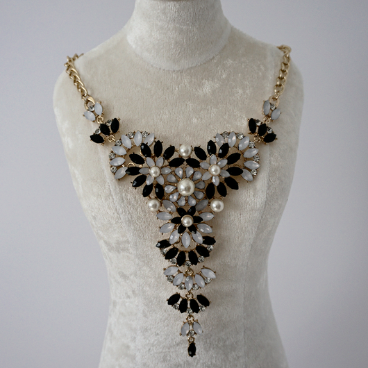 Pearly Greyish Statement Necklace
