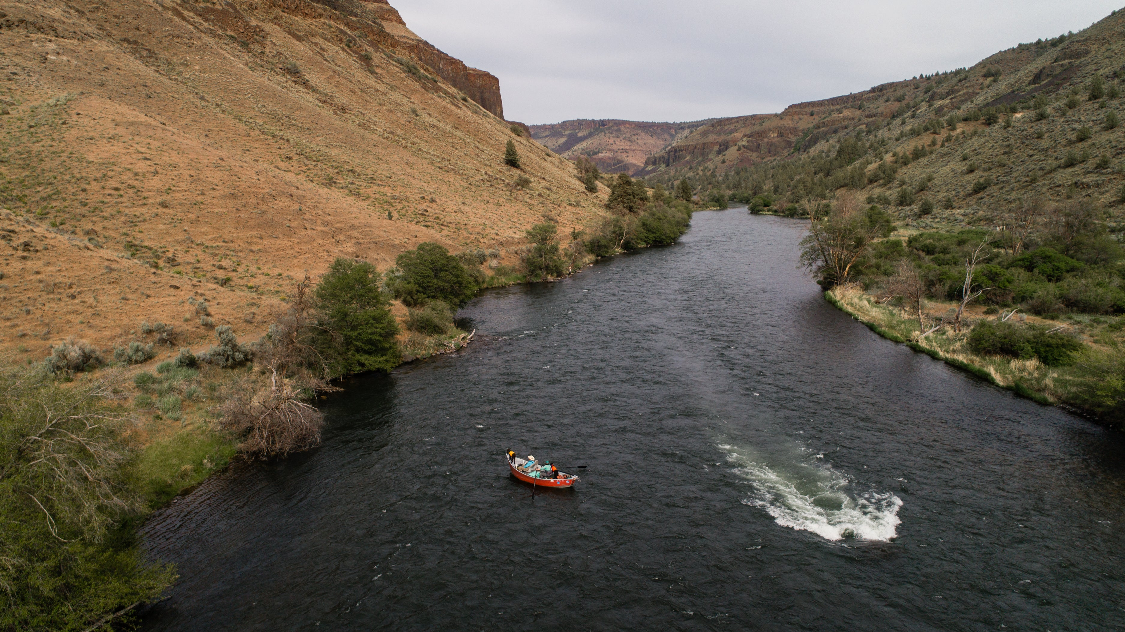Fishing boat in the canyon of the deschutes.