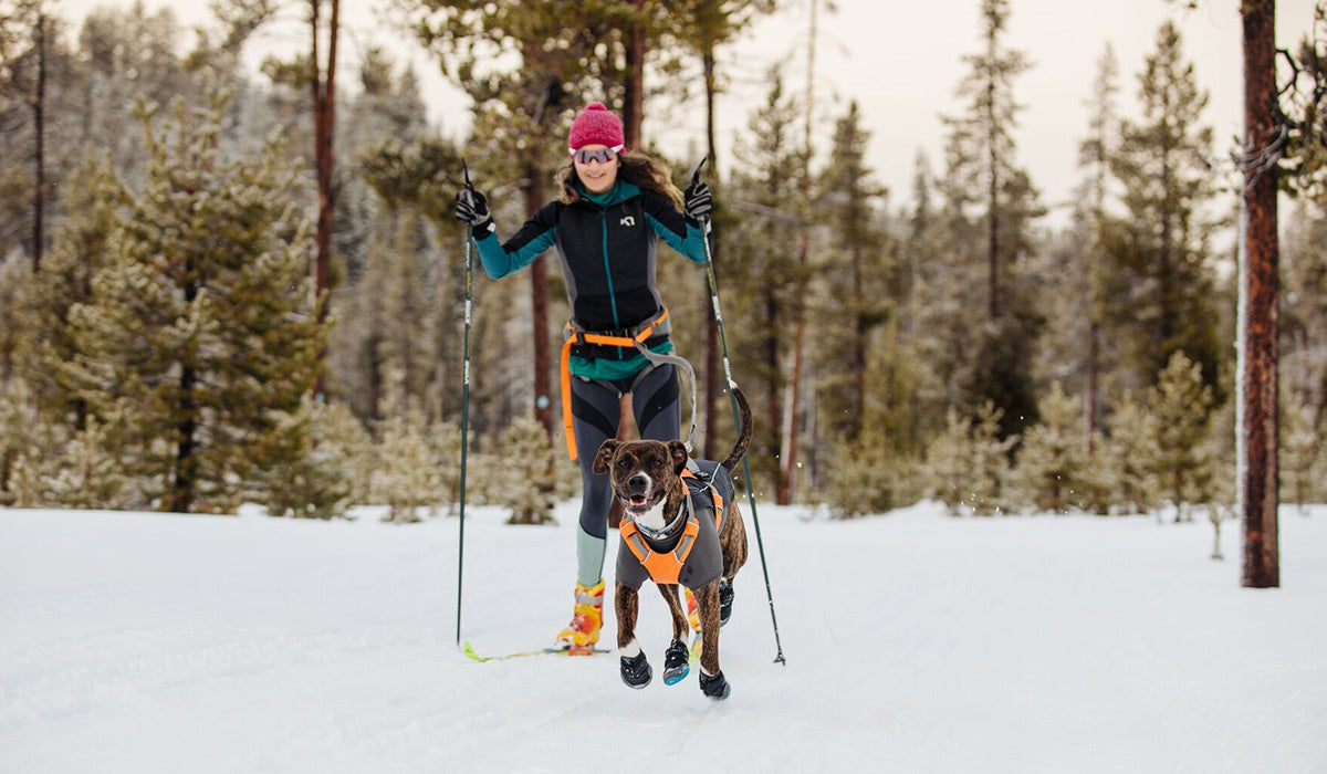 Kelly and Juniper Skiing together