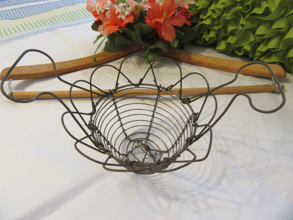 Basket Rusted Patina Wire Small Vintage Mystery Collectible - JAMsCraftCloset