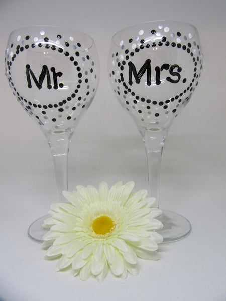 MR and MRS Stemware Wine Glasses Hand Painted Black White and Silver Polka Dots SET of 2 Toasting Glasses Wedding Table Decor Gift Idea - JAMsCraftCloset