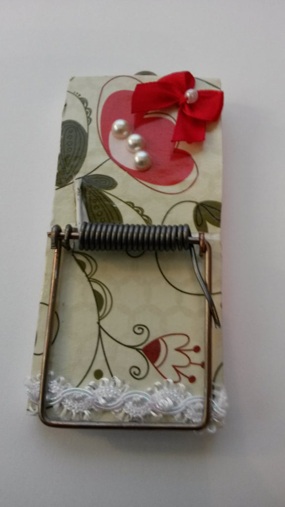 Mousetrap Note Holder Red Floral Print on a White Background Red Ribbon Bows Pearls for Accents - JAMsCraftCloset
