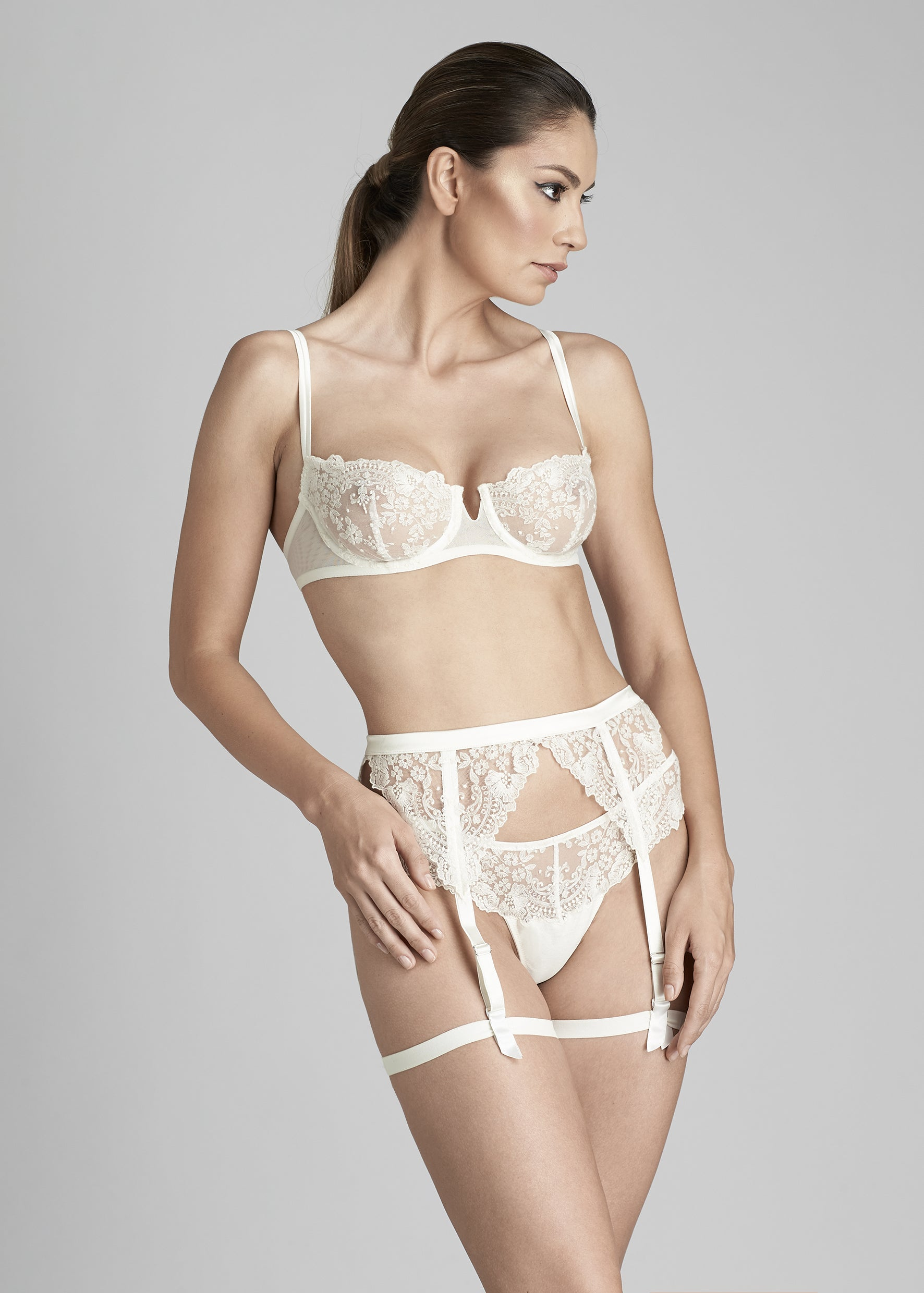 I.D. Sarrieri lace underwired bra and suspender belt in Pearled Ivory