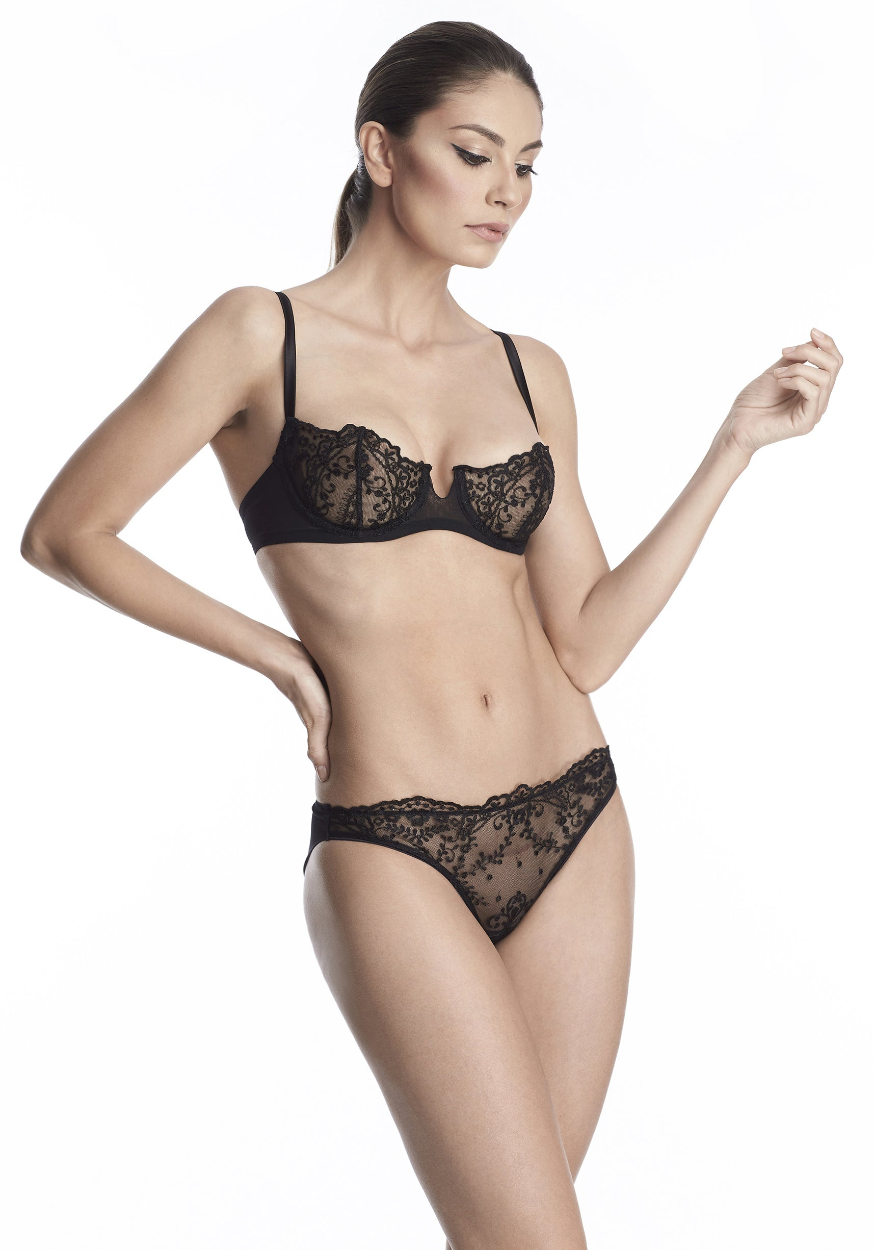 Hollywood Dream Underwired Balconette Bra in Black