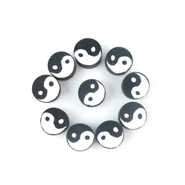 Perles rondes plates fimo ying yang 10mm