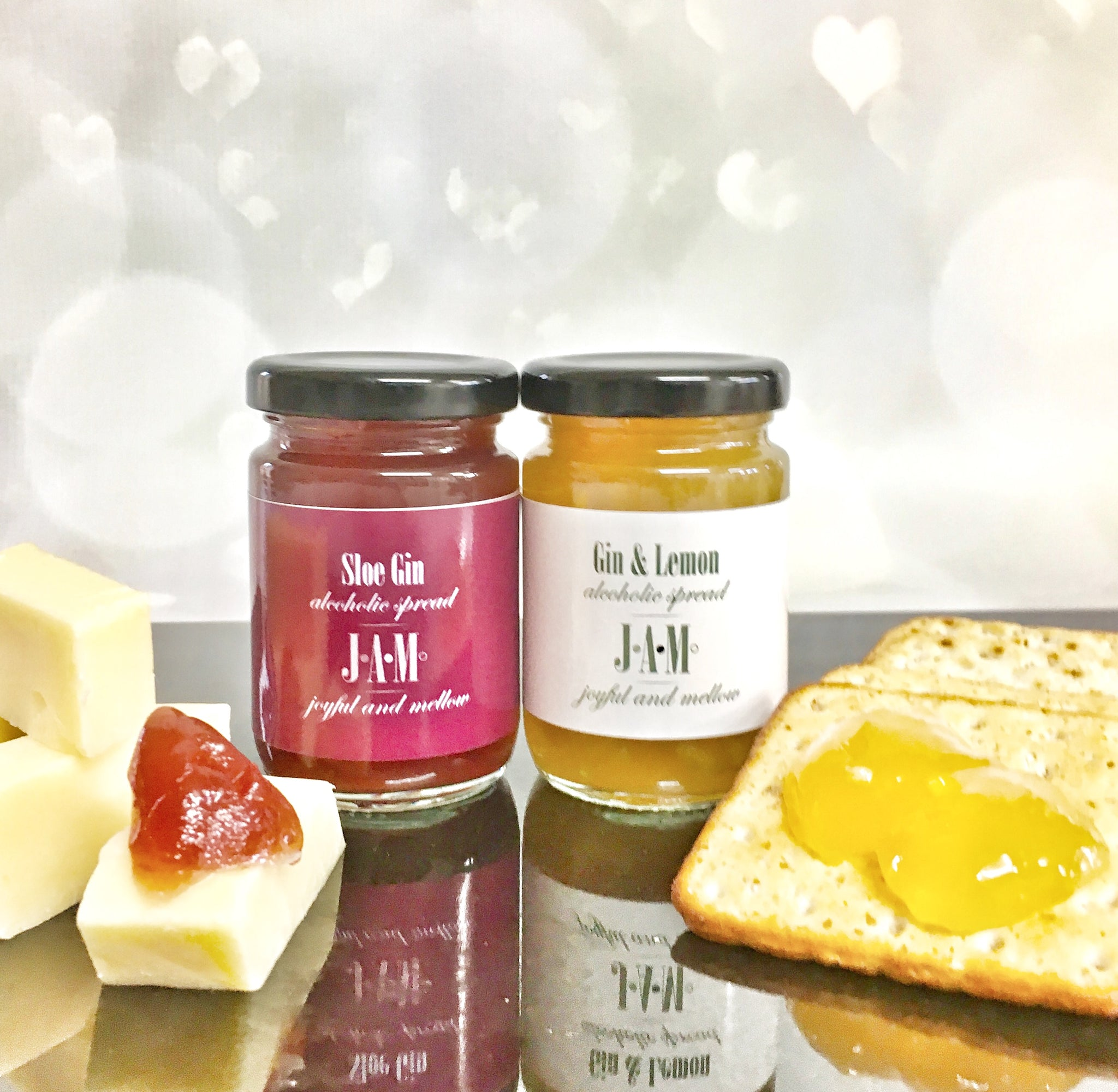 Spreadable gin jam with cheese. Gin jam with crackers.