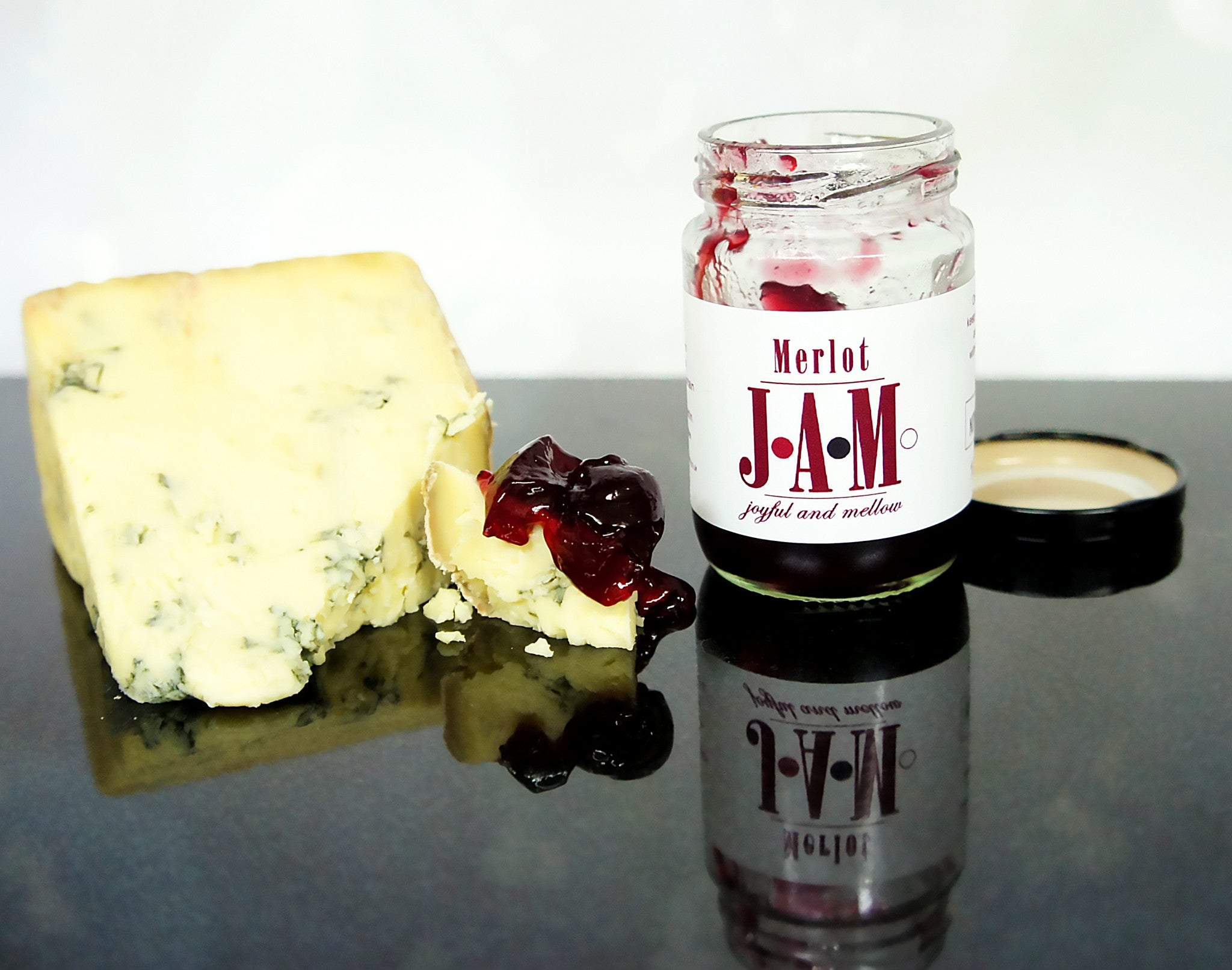 Merlot jam with Stilton cheese