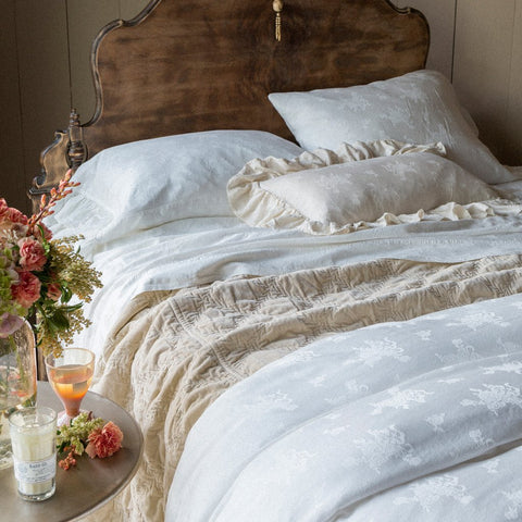 bedding image with white duvet and champagne duvet