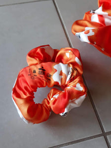 Orange and white I am queen cunt Wristie - Cutie Scrunchie