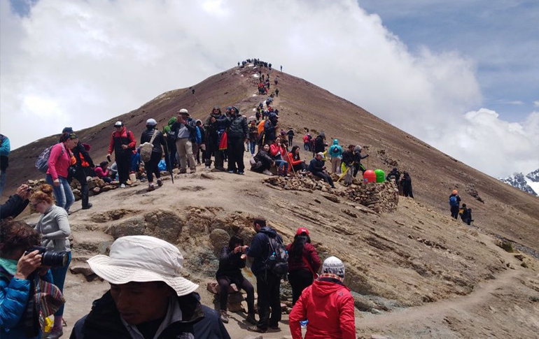 Crowded Vinicunca Rainbow Mountain Cusco