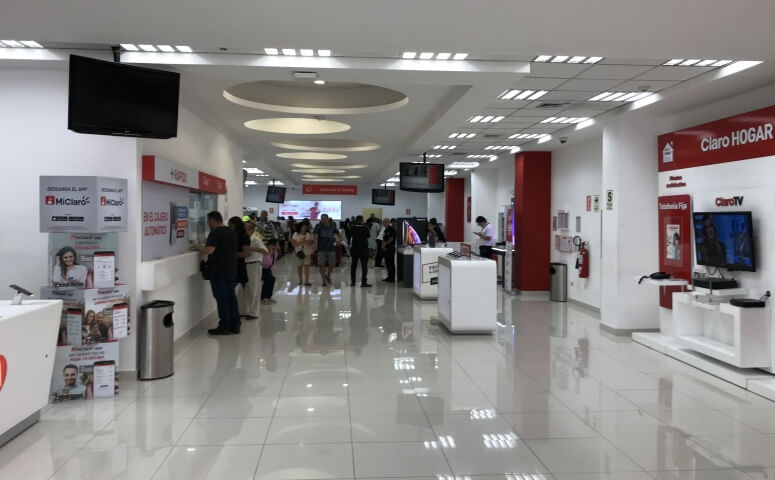 Buying a SIM card in Claro Store Miraflores inside