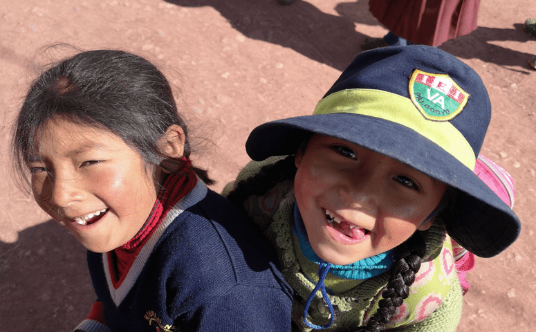 two girls from the social community palccoyo