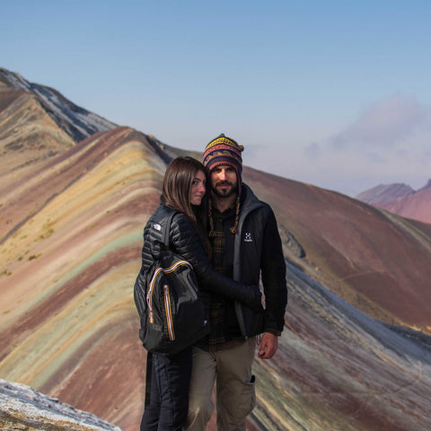 Couple Vinicunca Rainbow Mountain blue sky
