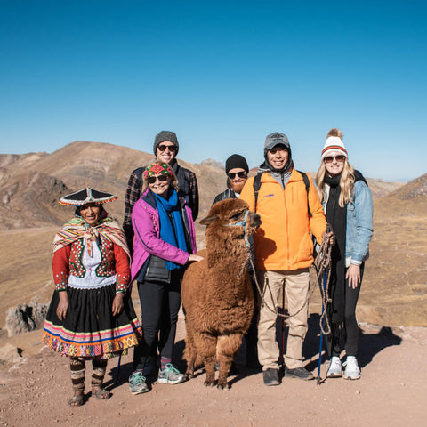 Group photo at Palccoyo rainbow mountain