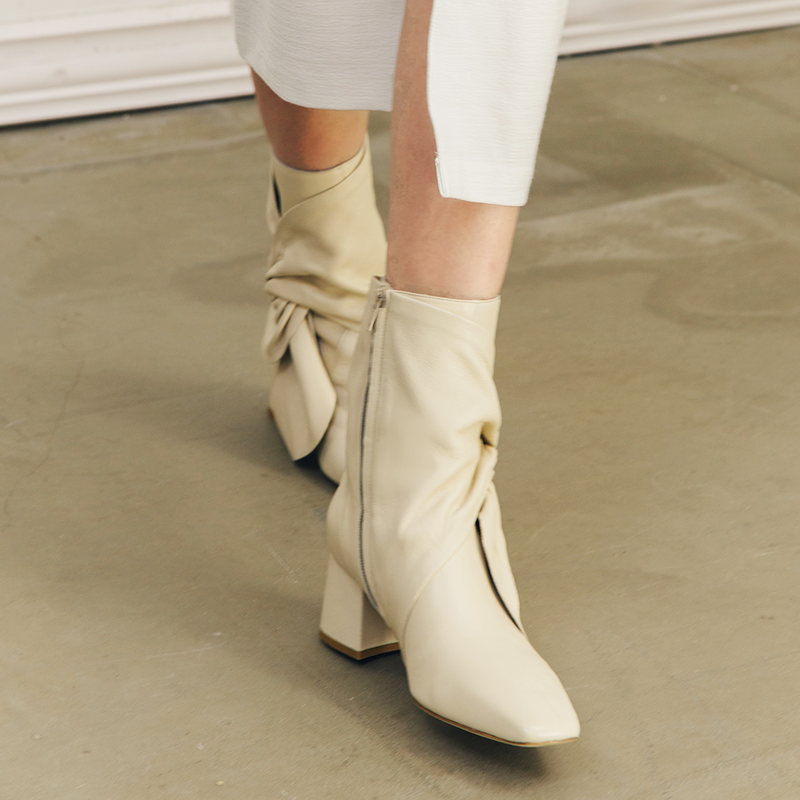 Daniella Shevel Bonnie Bow Tie Bootie detail close up in Stone White Cream Walking Boot